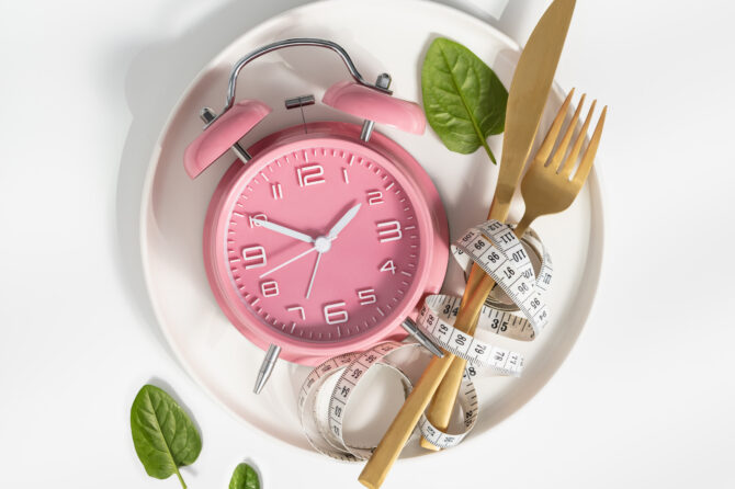 composition with cutlery measuring tape and alarm KQNKU7J